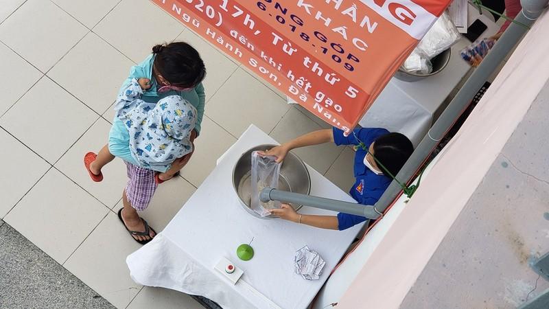 Cây 'ATM gạo' đặc biệt của người lao động nghèo Đà Nẵng - ảnh 6
