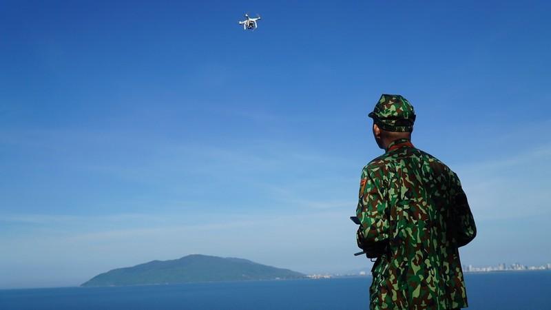 Bộ đội biên phòng dùng flycam truy tìm phạm nhân trốn trại - ảnh 1