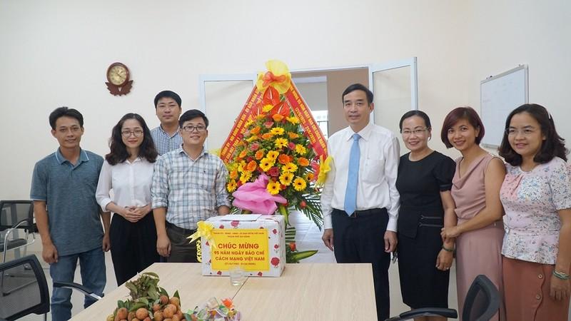 Lãnh đạo TP Đà Nẵng thăm, chúc mừng báo Pháp Luật TP.HCM  - ảnh 1