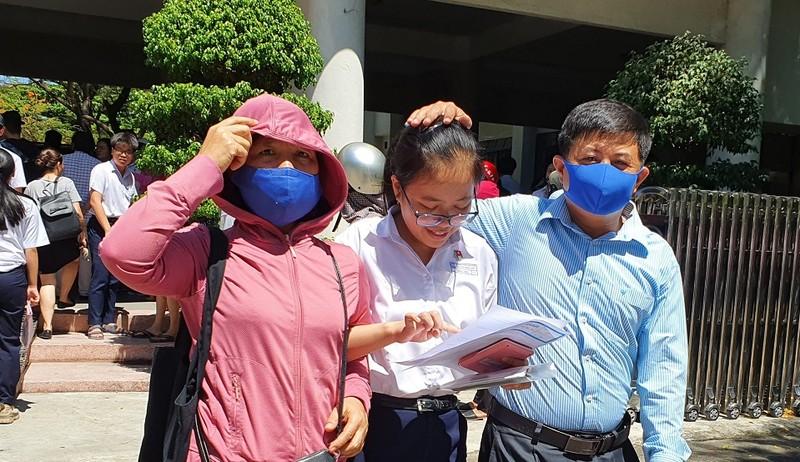 Thi lớp 10 ở Đà Nẵng: Học sinh thở phào với đề toán - ảnh 1