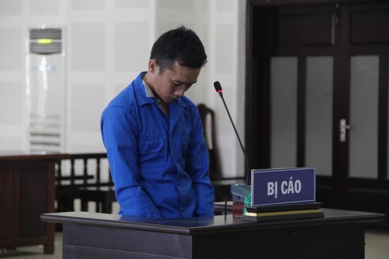 Nhiều người thân của bị cáo òa khóc sau khi tòa tuyên án  - ảnh 1