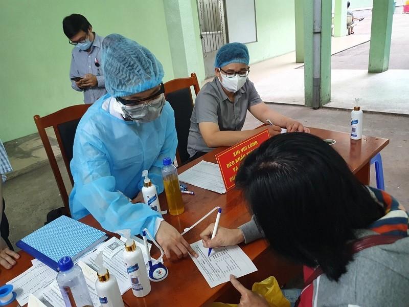 Đà Nẵng kiểm soát người ra vào tại các bệnh viện - ảnh 2