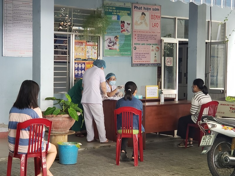 Con gái, con rể bệnh nhân 418 là giáo viên, có dạy thêm - ảnh 1