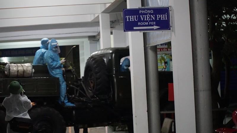 Quân đội phun khử trùng Bệnh viện C và Bệnh viện Đà Nẵng  - ảnh 7