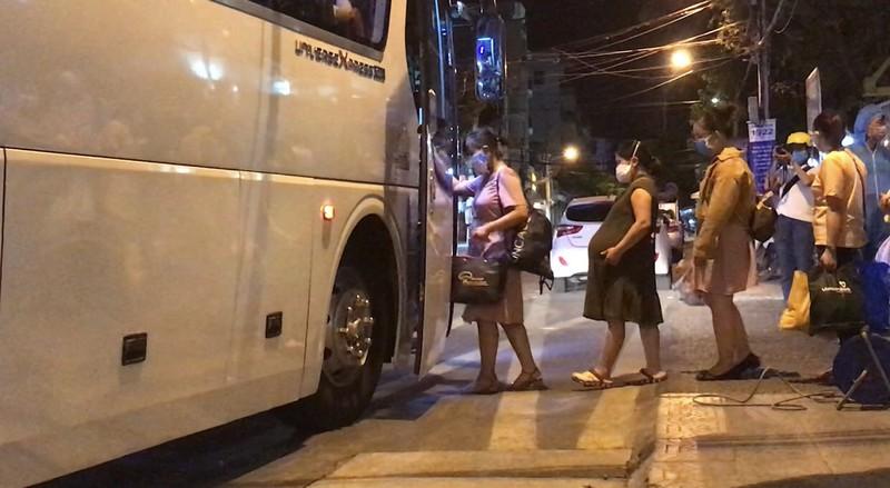 Quân đội phun khử trùng Bệnh viện C và Bệnh viện Đà Nẵng  - ảnh 8