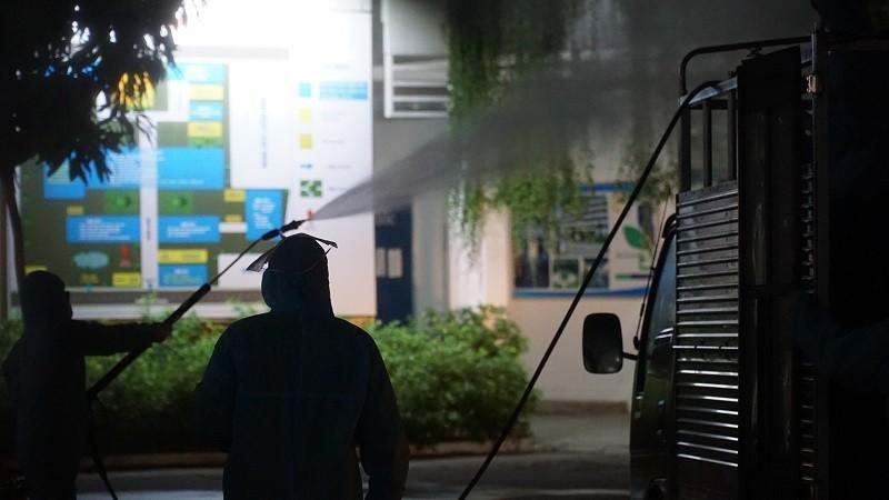 Quân đội phun khử trùng Bệnh viện C và Bệnh viện Đà Nẵng  - ảnh 4