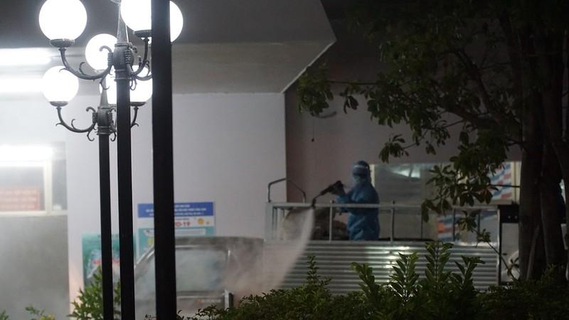 Quân đội phun khử trùng Bệnh viện C và Bệnh viện Đà Nẵng  - ảnh 6