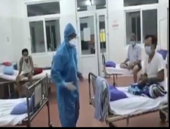 Xúc động clip bác sĩ Bệnh viện C Đà Nẵng hát cùng bệnh nhân   - ảnh 1