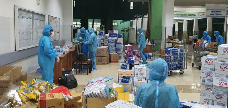 Nhân viên BV Đà Nẵng: Cười nhiều hơn để vượt qua cơn bão dịch - ảnh 1