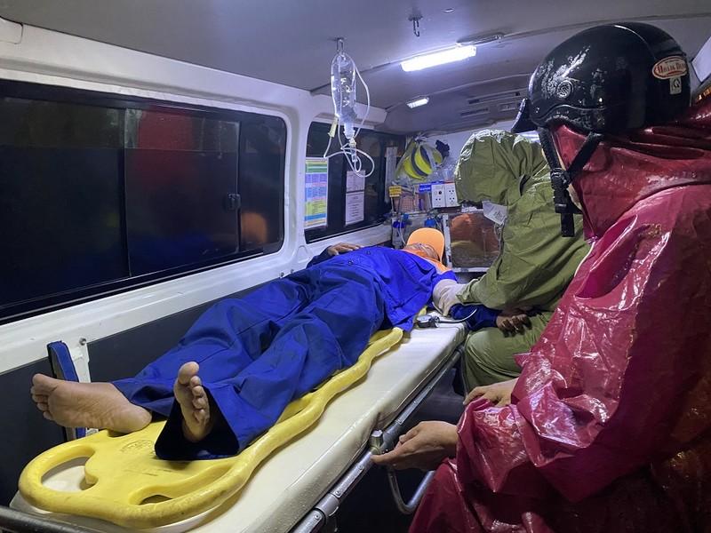 Đà Nẵng: 4 tàu cá gặp nạn, 3 người mất tích - ảnh 1