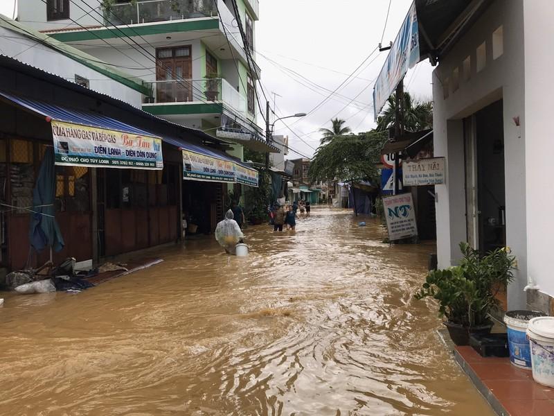Đà Nẵng tiếp tục cho học sinh, sinh viên nghỉ học vì mưa - ảnh 1