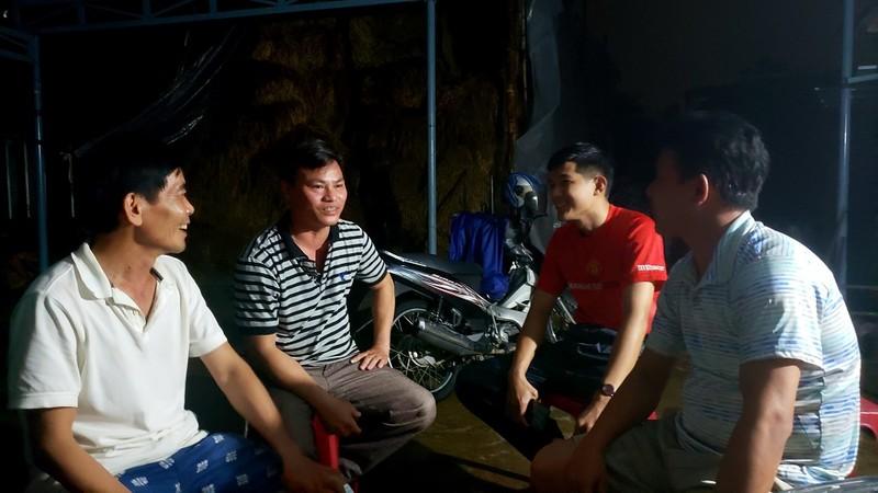 Đà Nẵng: Cán bộ 1 thôn trực chiến 24/24 hỗ trợ bà con vùng lũ - ảnh 10