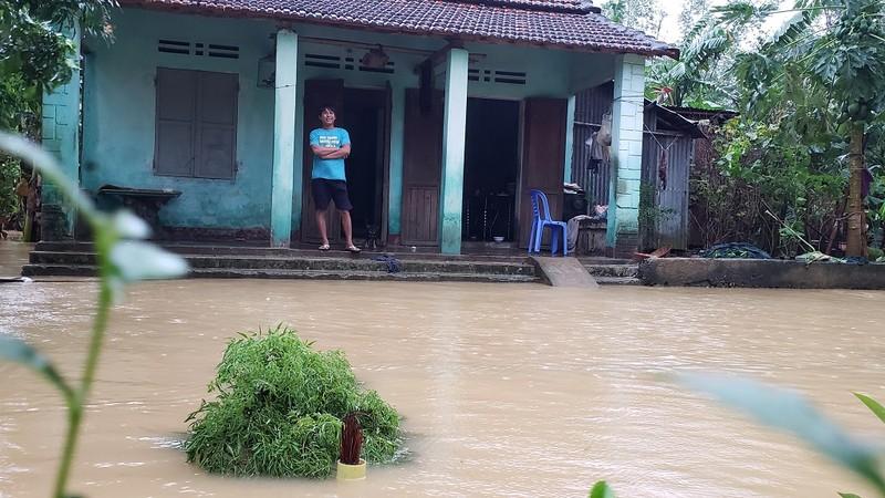 Đà Nẵng: Cán bộ 1 thôn trực chiến 24/24 hỗ trợ bà con vùng lũ - ảnh 7