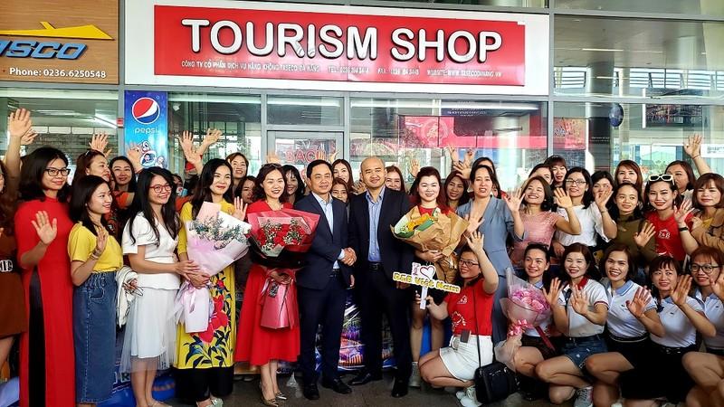 Đà Nẵng đón 700 du khách từ Hà Nội - ảnh 1