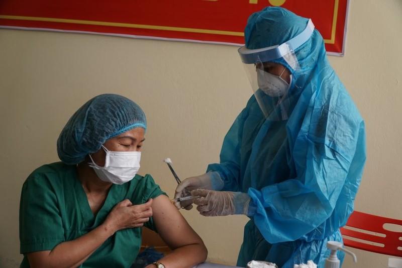 Đà Nẵng: Hơn 5.700 người được tiêm vaccine ngừa COVID-19 đợt 2 - ảnh 1
