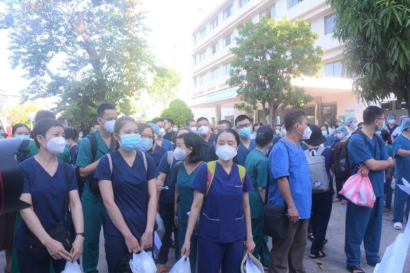 141 y bác sĩ Đà Nẵng và Huế tiếp tục lên đường chi viện TP.HCM - ảnh 1