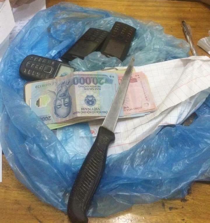 Con nghiện hai lần dùng dao cướp của tài xế taxi  - ảnh 2