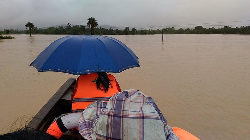 Hà Tĩnh cấp 2.500 phao cứu sinh và 40 nhà bạt cứu dân - ảnh 1