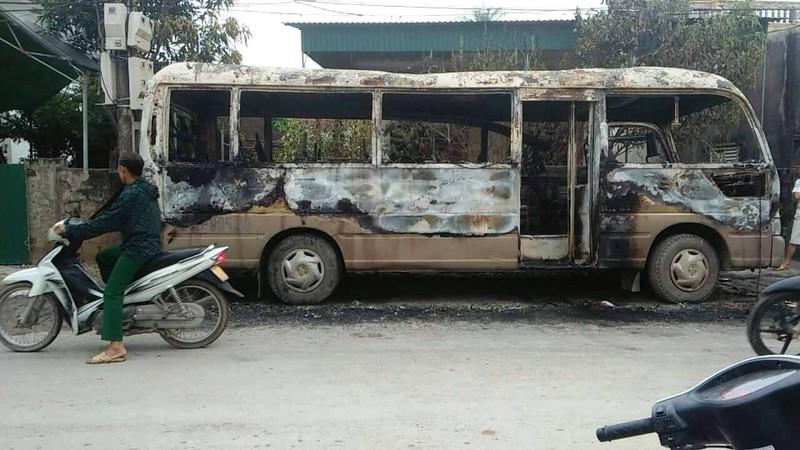 Xe khách cháy rụi do thắp hương ngày mùng 1? - ảnh 1