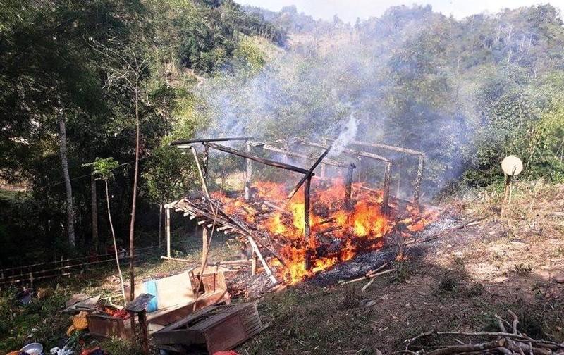Lao vào lửa cứu sống 2 vợ chồng bị tật cùng con nhỏ - ảnh 1
