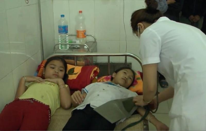 Thêm 37 học sinh ngộ độc vì ăn quả ngô đồng - ảnh 1