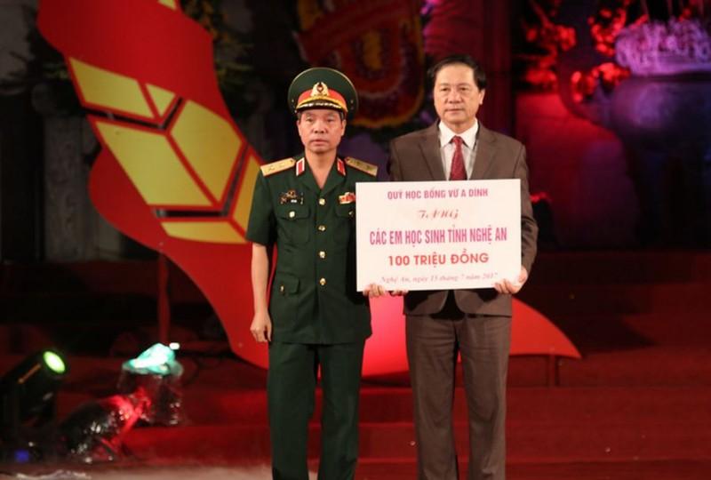 Xúc động thắp nến tri ân 'Khúc tráng ca Việt-Lào' - ảnh 4