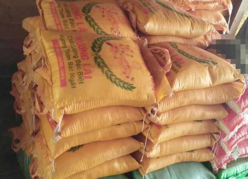 'Ôm nợ' 7 tạ gạo và 325 thùng mì tôm... từ thiện - ảnh 1
