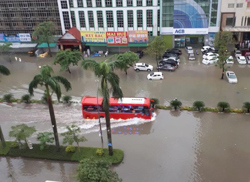 Nghệ An mưa lớn, sơ tán dân khẩn cấp, học sinh nghỉ học - ảnh 2