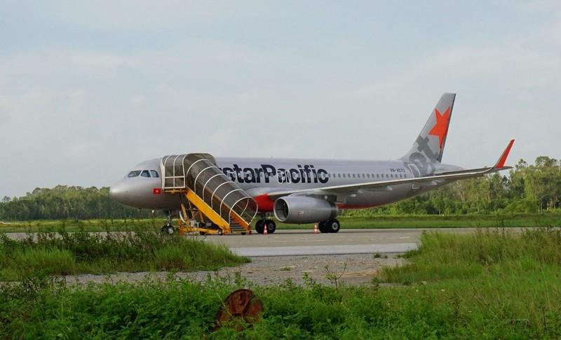 Máy bay bị sét đánh có vết xém đuôi ở TP Vinh  - ảnh 2