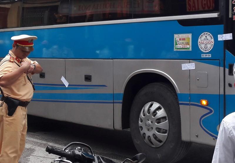 Quốc lộ 1A tắc 6 giờ vì tài xế xe giường nằm cố thủ - ảnh 1