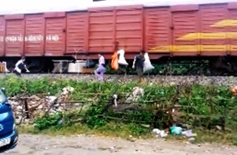 Phẫn nộ với hành động 'đưa rác đi Sài Gòn' - ảnh 1
