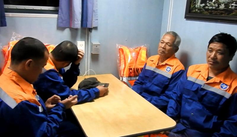 Tàu SAR 411 cứu 9 ngư dân gặp nạn trên biển ở Nghệ An - ảnh 3