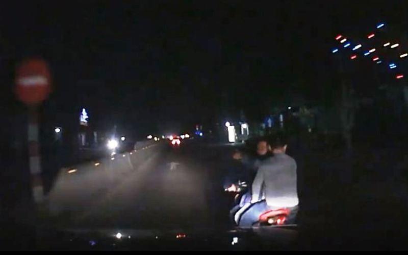 Sẽ đối chất tài xế xe hơi và 3 thanh niên đánh võng  - ảnh 1