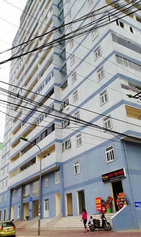 Dân căng băng rôn cầu cứu vì chung cư chưa có PCCC - ảnh 1