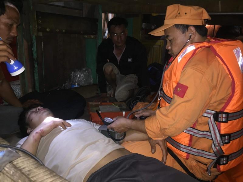 19 ngư dân bị tàu lạ đâm chìm đã về đến đất liền - ảnh 2