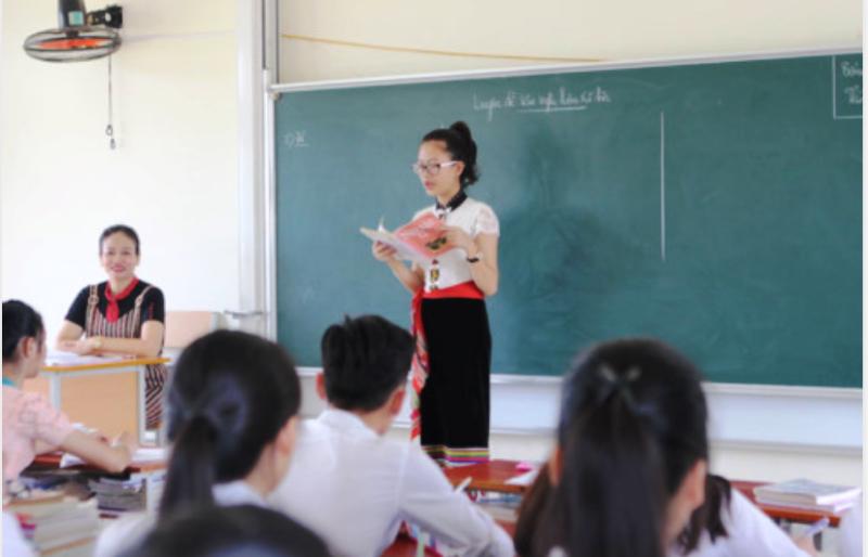Lớp học dân tộc thiểu số có điểm thi THPT quốc gia cao ngất - ảnh 1