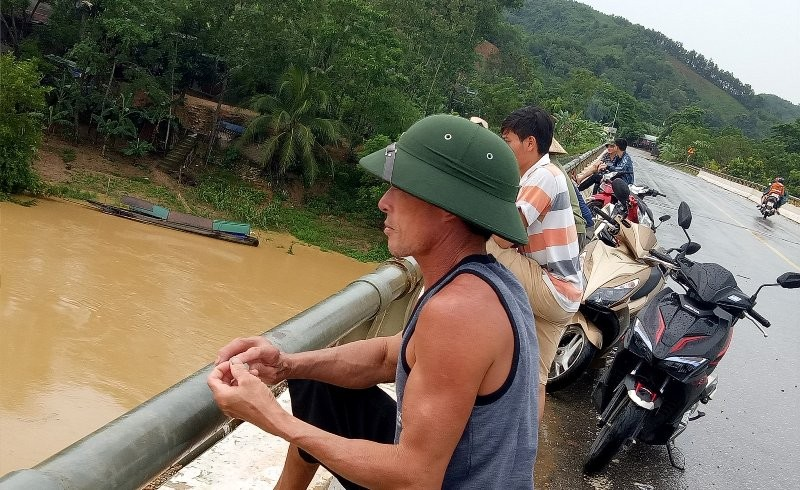 Chưa tìm thấy vợ chồng mất tích trên sông Lam hai tuần trước - ảnh 1