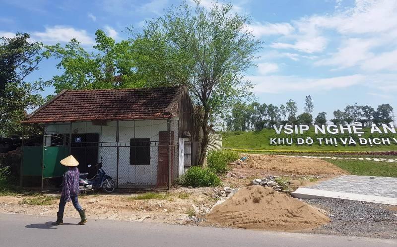 Hoãn phiên xử vụ kiện hành chính chủ tịch tỉnh Nghệ An  - ảnh 1