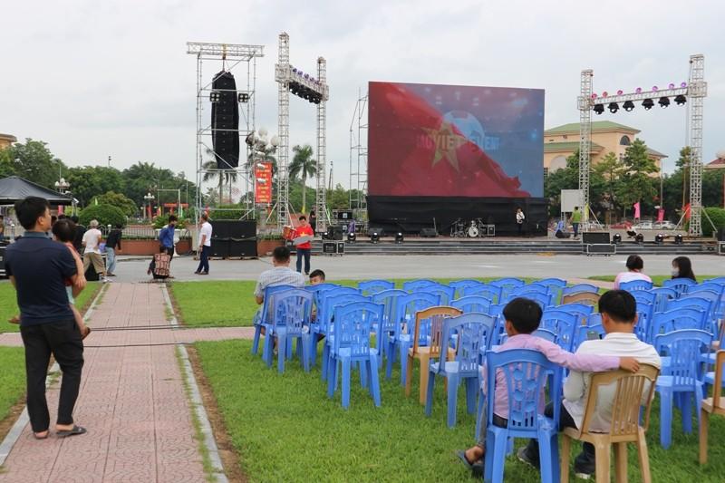 Nghệ An lắp màn hình 70 m2 xem trận Việt Nam-Syria - ảnh 1