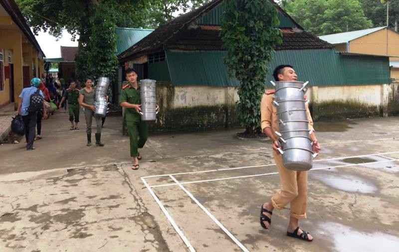 Lũ từ Lào cuộn cuộn đổ về, quốc lộ 7 chìm trong nước - ảnh 3