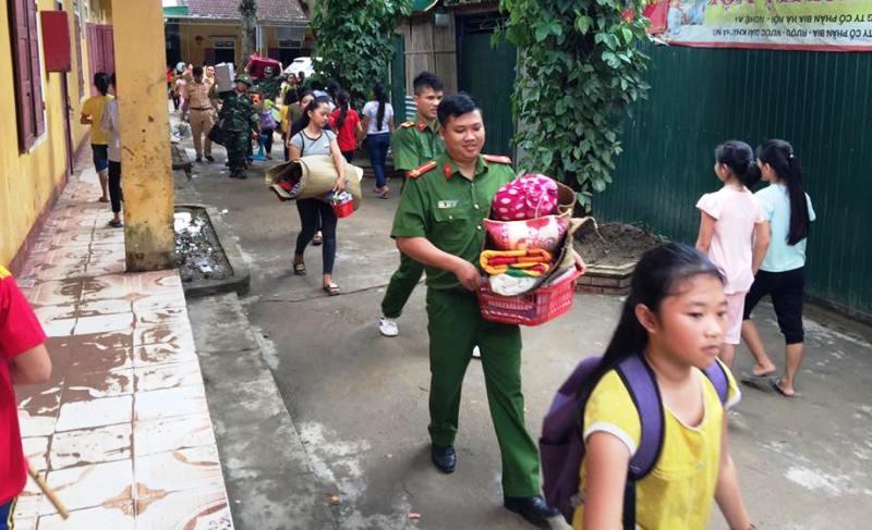Lũ từ Lào cuộn cuộn đổ về, quốc lộ 7 chìm trong nước - ảnh 2