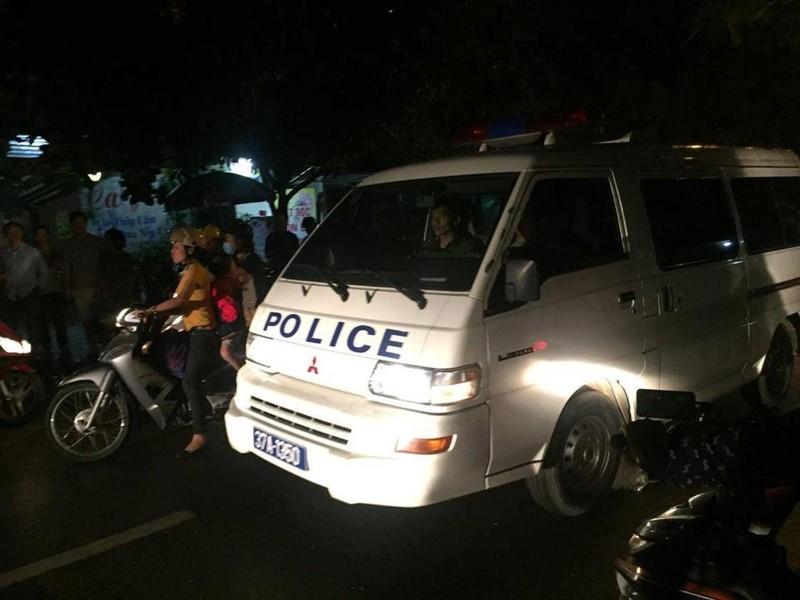 Đã bắt được kẻ ôm vũ khí nóng cố thủ trong nhà ở Nghệ An - ảnh 2