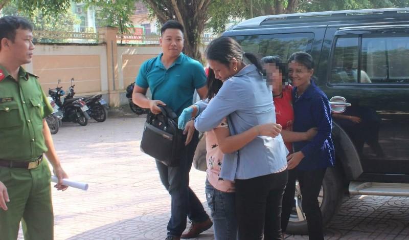 Giải cứu 2 nữ sinh bị dụ dỗ đi làm thuê  - ảnh 1