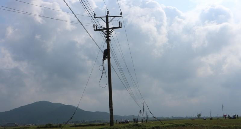 Hiện trường vụ điện giật chết 4 người dựng cột viễn thông - ảnh 4