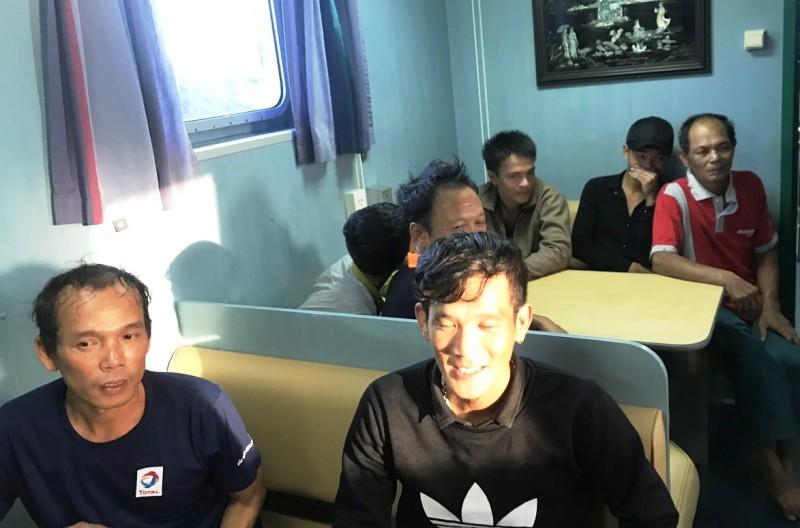 Cứu 7 ngư dân gặp nạn cạn kiệt gạo và nước ngọt trên biển - ảnh 2