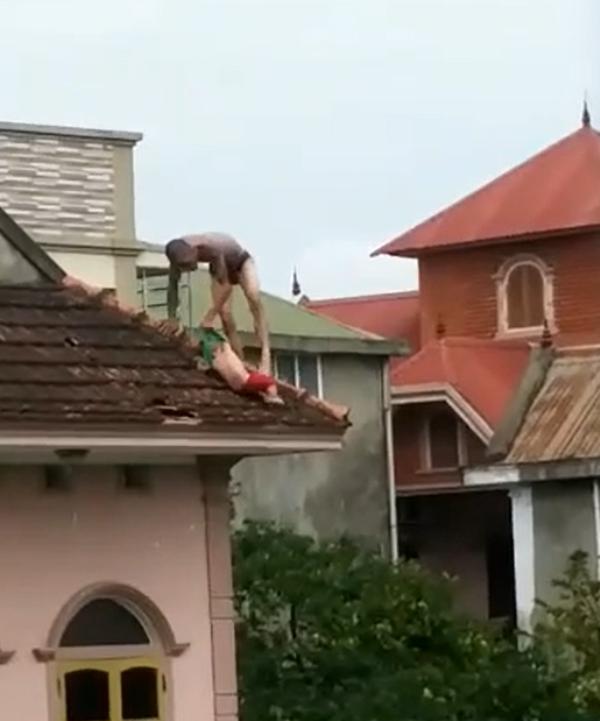 Tạm giữ người cha 'ngáo' ném con 1 tuổi từ mái nhà xuống đất - ảnh 1