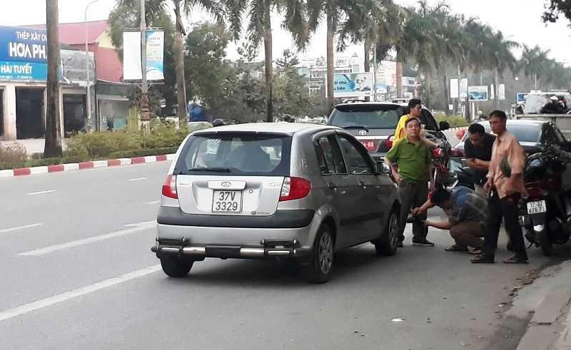 Xe hơi tông xe máy, một quân nhân tử vong - ảnh 1