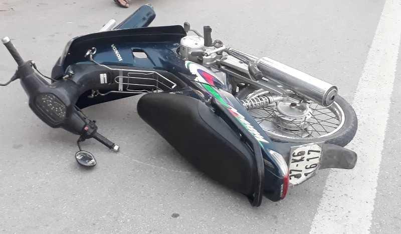 Xe hơi tông xe máy, một quân nhân tử vong - ảnh 2