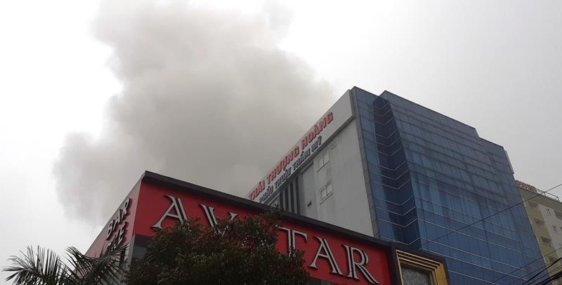Vụ cháy khách sạn ở Vinh: 1 phụ nữ thiệt mạng vì hoảng loạn  - ảnh 1