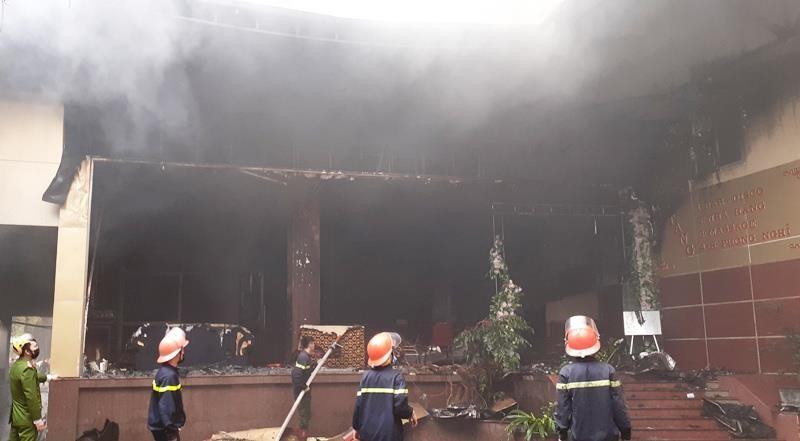 Vụ cháy khách sạn ở Vinh: 1 phụ nữ thiệt mạng vì hoảng loạn  - ảnh 4